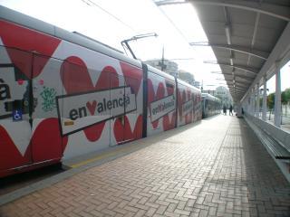 Metro/tram - 2 min walk; Sagunto L.4 Beaches - 17 min. Airport - 45 min. Universities - 7 min