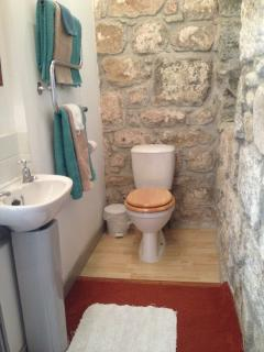 Part of the en suite showing the exposed stone work of this old industrial building