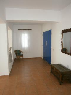 Enterance hall leading to bedrooms