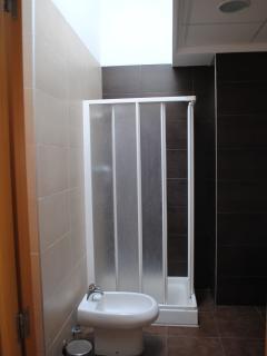 Baño en suite de 4 piezas con salida directa al Salón (foto 2 de 2)