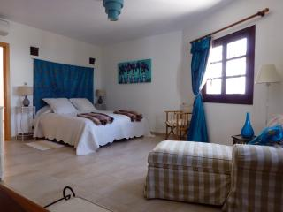 Ground floor bedroom, 34 sq.m. with en-suite bath and separate shower.