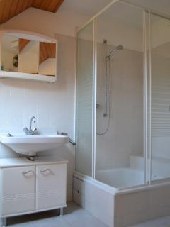 The upstairs shower room with walk-in shower cubicle.
