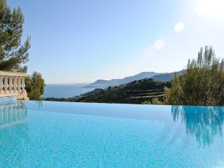 Villa Alta, infinity pool and spectacular views, Camporosso