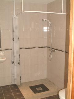 Wet room with washbasin & WC Wheelchair friendly