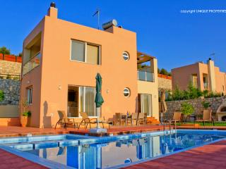 2 Bedroom villa with private pool, La Canea