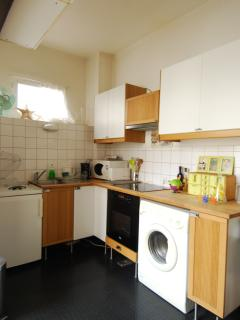 Kitchen: traditional oven, microwave, toaster, coffee maker, kettle, extractor