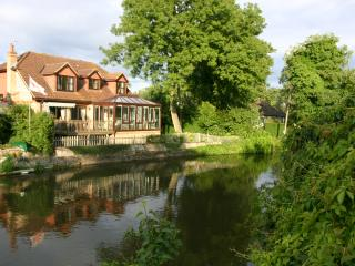 RIVER SIDE HOME, ROYAL WINDSOR, MEMORABLE HOLIDAYS, Windsor