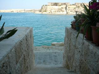 WATERFRONT BOUTIQUE APARTMENT VITTORIOSA MALTA