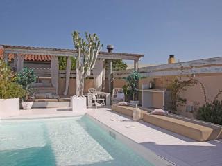 Pink House. Casa con piscina en Barcelona