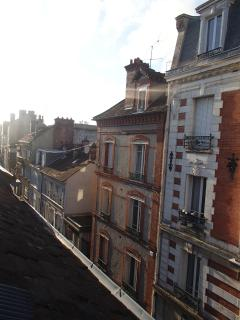 côté rue - streetside from upstairs