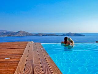 Elounda Luxury Villa in Crete