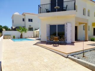Luxury Villa, private pool, 3 minute walk to Blue Flag beach