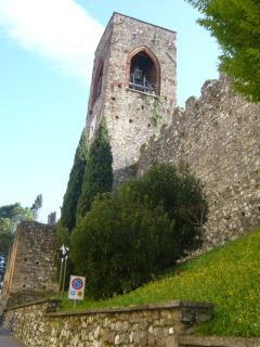 particolare del campanile del castello