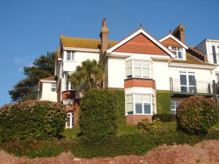 2 Braeside Mews- with views over the beach and sea, Paignton