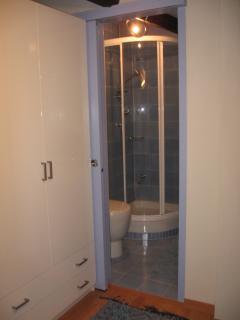 ingresso al bagno dalla camera