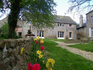 Winter break, charming eco-cottage, cosy woodburner, walks, nr St Malo, Dinan