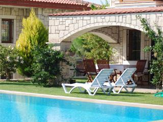 Superb Stone 3 BR Villa in surf paradise Alacati, mins to tge sea