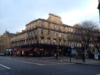 6 Double Bedroom Spacious Upper Apartment, Edinburgh