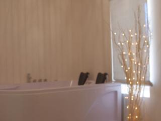 Gîte romantique jacuzzi privatif intérieur, sauna, Barsac