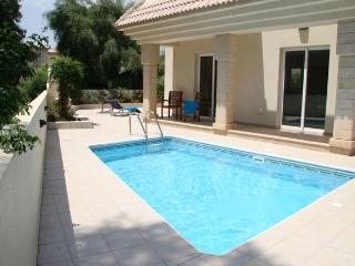 Villa Caretta - Private Pool and Wi-Fi, Beach 500m, Protaras