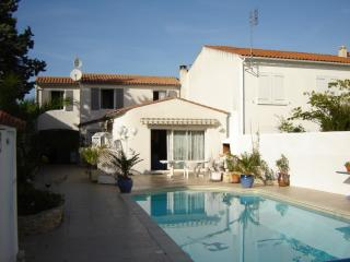 Ile de Re  beach Location-offers to  16th july