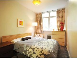 Lovely large & Spacious 2 bed flat in heart of the City