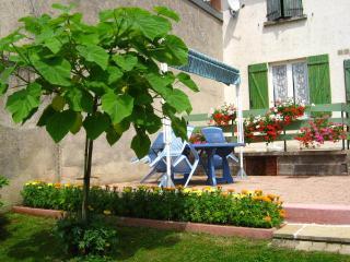 terrasse ombragée très agréable en été et à l'arrière saison