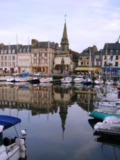 Honfleur Harbour (at 15 min. )