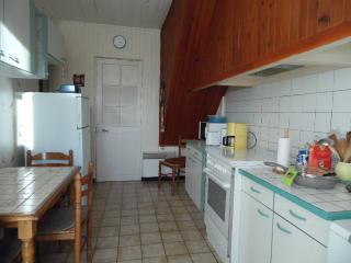 la cuisine avec accès terrasse et jardin