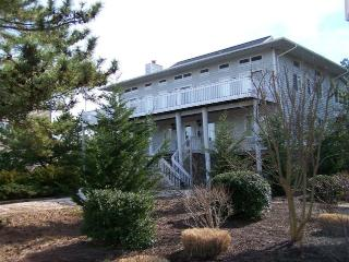 Only a half block to the beach! Spacious 5 bedroom, 4 bath home with den., Bethany Beach