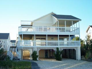 Lovely 4 bedroom, 4.5 bath home in private community - Only a 1/2 block to the beach, Cedar Neck