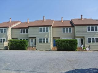 Only 1 block to the beach! 3 bedroom + loft townhouse with parking, Bethany Beach