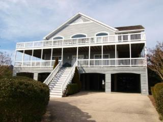 5 bedroom, 4.5 bath home - 1/2 block to the ocean!