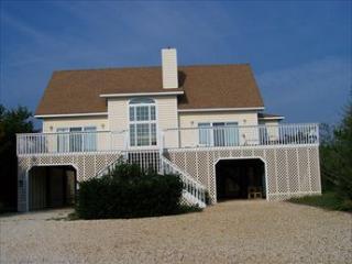 Fully renovated 5 bedroom beach house. Close to the ocean!, Cedar Neck