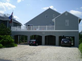 Recently renovated 4 bedroom, 3 bath home with ocean views!, Cedar Neck