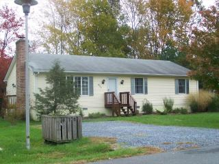 Neat and clean 3 bedroom home with several pools nearby!, Bethany Beach