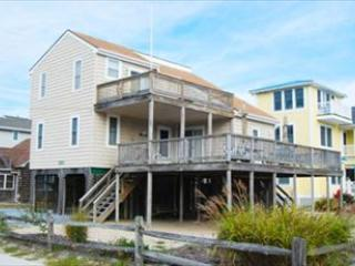 Just 1/4 of a block to the ocean! Great views from decks! 4 bedroom, den + 2 bath home. One block to shopping areas!, Bethany Beach