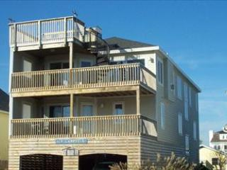 Less than a block to the beach! Cheerfully decorated 6 bedroom, 5 bath home in downtown Bethany., Bethany Beach