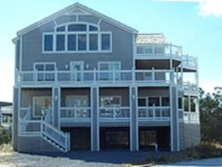 Super 6-bedroom home with screened porch, pool and tennis, Cedar Neck