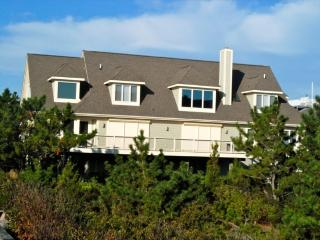 Steps to the beach! 6 bedroom house with enclosed porch!, Cedar Neck