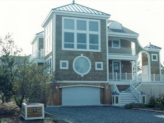 Less then a block to the beach, 5 bed, 4.5 bath home w/ parking!, Cedar Neck