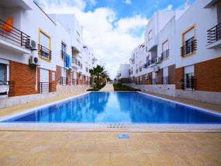 apartment with pool close to b, Cabanas