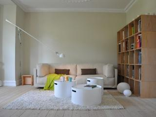 Bright Copenhagen villa apartment near the Damhus lake, Copenhague