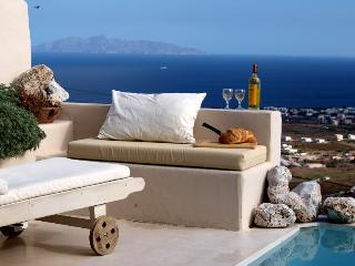 Santorini Holiday Villa