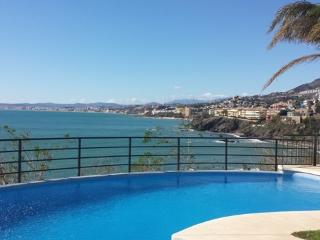 Apartment with fantastic views at first line, Benalmádena