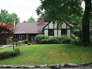 Hickory Manor a 6 bedroom fairytale cottage close to Boone