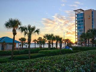 Luxury Gulf Front Condo-2 BR- Best Rates!! Holiday Spring Break and Summer!, Destin