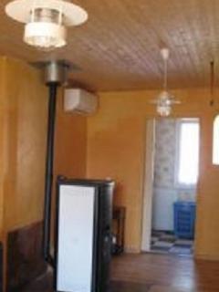 1er vue du salon avec poêle a granule