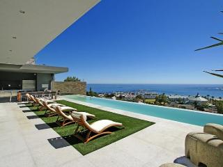 Spacious 5-Star Camps Bay Villa - Playa Blanca, Ciudad del Cabo Central