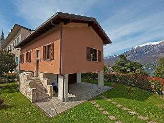 VILLA PARCO- Apartment with lake view, Private Parking and Garden, Bellagio